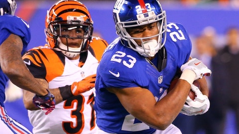 Nov 14, 2016; East Rutherford, NJ, USA; New York Giants running back Rashad Jennings (23) runs with the ball during the second half at MetLife Stadium. The Giants defeated the Bengals 21-20.  Mandatory Credit: Ed Mulholland-USA TODAY Sports
