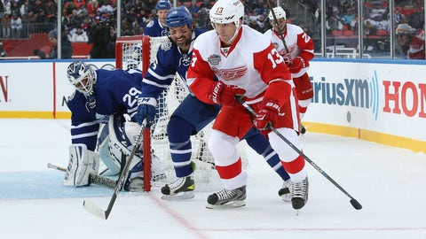 Dec 31, 2016; Toronto, ON, Canada; Detroit Red Wings forward Slava Kozlov (13) skates around the net with the puck as Toronto Maple Leafs forward Darcy Tucker (16) checks him and goalie Felix Potvin (29) guards the net during the 2017 Rogers NHL Centennial Classic Alumni Game at BMO Field. The Red Wings beat the Maple Leafs 4-3. Mandatory Credit: Tom Szczerbowski-USA TODAY Sports