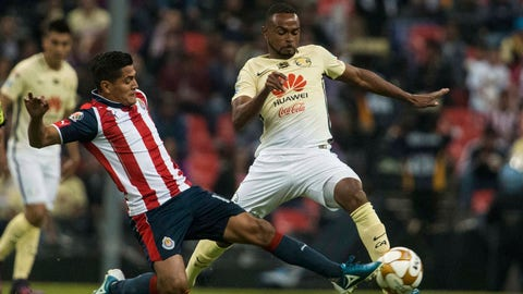 America's William Da Silva, right, fights for the ball with Chivas' Jesus Sanchez during a Mexico soccer league match in Mexico City, Thursday, Nov. 24, 2016. (AP Photo/Christian Palma)