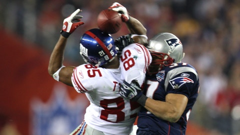 UNITED STATES - FEBRUARY 03:  New York Giants vs. the New England Patriots in Superbowl 42 at the University of Phoenix Stadium. during 2nd half, New York Giants wide receiver David Tyree reception for big yardage in the 4th quarter.  (Photo by Corey Sipkin/NY Daily News Archive via Getty Images)