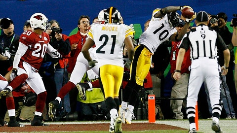 TAMPA, FL - FEBRUARY 01:  Santonio Holmes #10 of the Pittsburgh Steelers catches a 6-yard touchdown pass in the fourth quarter against the Arizona Cardinals during Super Bowl XLIII on February 1, 2009 at Raymond James Stadium in Tampa, Florida. The Steelers won the game by a score of 27-23.  (Photo by Kevin C. Cox/Getty Images)
