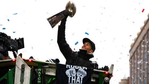 BOSTON - FEBRUARY 7: New England Patriots quarterback Tom Brady raises a Lombardi Trophy during New England Patriots Super Bowl LI Victory Parade in Boston on Feb. 7, 2017. (Photo by Stan Grossfeld/The Boston Globe via Getty Images)
