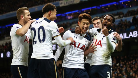 MANCHESTER, ENGLAND - JANUARY 21:  Heung-Min Son of Tottenham Hotspur celebrates scoring his sides second goal with Danny Rose of Tottenham Hotspur (R), Dele Alli of Tottenham Hotspur (L) during the Premier League match between Manchester City and Tottenham Hotspur at Etihad Stadium on January 21, 2017 in Manchester, England.  (Photo by Clive Mason/Getty Images)
