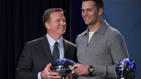 Roger Goodell hands Tom Brady Super Bowl MVP trophy