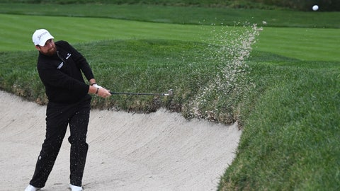Touching sand in the bunker with club or hand