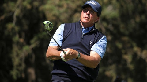 MEXICO CITY, MEXICO - MARCH 02:  Phil Mickelson of the United States plays his tee shot on the eighth hole during the first round of the World Golf Championships Mexico Championship at Club De Golf Chapultepec on March 2, 2017 in Mexico City, Mexico.  (Photo by Justin Heiman/Getty Images)