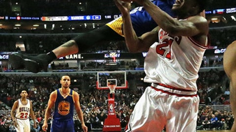 CHICAGO, IL - MARCH 02:  JaVale McGee #1 of the Golden State Warriors fouls Jimmy Butler #21 of the Chicago Bulls at the United Center on March 2, 2017 in Chicago, Illinois. NOTE TO USER: User expressly acknowledges and agrees that, by downloading and/or using this photograph, user is consenting to the terms and conditions of the Getty Images License Agreement.  (Photo by Jonathan Daniel/Getty Images)