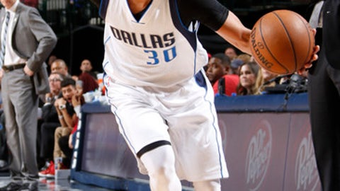 DALLAS, TX - MARCH 3: Seth Curry #30 of the Dallas Mavericks handles the ball against the Memphis Grizzlies on March 3, 2017 at the American Airlines Center in Dallas, Texas. NOTE TO USER: User expressly acknowledges and agrees that, by downloading and or using this photograph, User is consenting to the terms and conditions of the Getty Images License Agreement. Mandatory Copyright Notice: Copyright 2017 NBAE (Photo by Danny Bollinger/NBAE via Getty Images)