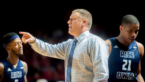 Rice head coach Mike Rhoades, center, calls instructions Saturday, March 4, 2017, during an NCAA college basketball game against Western Kentucky in Bowling Green, Ky. (Bac Totrong/Daily News via AP)