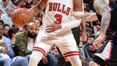 CHICAGO, IL - MARCH 4: Dwyane Wade #3 of the Chicago Bulls handles the ball against the LA Clippers on March 4, 2017 at the United Center in Chicago, Illinois. NOTE TO USER: User expressly acknowledges and agrees that, by downloading and or using this photograph, user is consenting to the terms and conditions of the Getty Images License Agreement.  Mandatory Copyright Notice: Copyright 2017 NBAE (Photo by Randy Belice/NBAE via Getty Images)