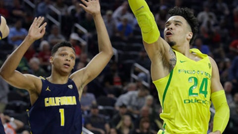 Oregon's Dillon Brooks shoots against California's Ivan Rabb (1) during the first half of an NCAA college basketball game in the semifinals of the Pac-12 tournament Friday, March 10, 2017, in Las Vegas. (AP Photo/John Locher)