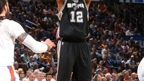 OKLAHOMA CITY, OK- MARCH 9: LaMarcus Aldridge #12 of the San Antonio Spurs shoots the ball during the game against the Oklahoma City Thunder on March 9, 2017 at Chesapeake Energy Arena in Oklahoma City, Oklahoma. NOTE TO USER: User expressly acknowledges and agrees that, by downloading and or using this photograph, User is consenting to the terms and conditions of the Getty Images License Agreement. Mandatory Copyright Notice: Copyright 2017 NBAE (Photo by Layne Murdoch/NBAE via Getty Images)