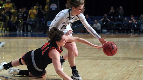 Idaho State guard Estefania Ors (41) and Montana State guard Delany Junkermier (12) chase down a loose ball during the first half an NCAA college basketball game in the finals of the Big Sky tournament in Reno. Nev., Saturday, March 11, 2017 (AP Photo/Lance Iversen)