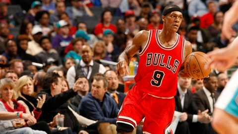 CHARLOTTE, NC - MARCH 13:  Rajon Rondo #9 of the Chicago Bulls handles the ball against the Charlotte Hornets on March 13, 2017 at Spectrum Center in Charlotte, North Carolina. NOTE TO USER: User expressly acknowledges and agrees that, by downloading and or using this photograph, User is consenting to the terms and conditions of the Getty Images License Agreement.  Mandatory Copyright Notice:  Copyright 2017 NBAE (Photo by Kent Smith/NBAE via Getty Images)