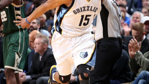 MEMPHIS, TN - MARCH 13: Vince Carter #15 of the Memphis Grizzlies reacts during the game against the Milwaukee Bucks on March 13, 2017 at FedExForum in Memphis, Tennessee. NOTE TO USER: User expressly acknowledges and agrees that, by downloading and or using this photograph, User is consenting to the terms and conditions of the Getty Images License Agreement. Mandatory Copyright Notice: Copyright 2017 NBAE (Photo by Joe Murphy/NBAE via Getty Images)