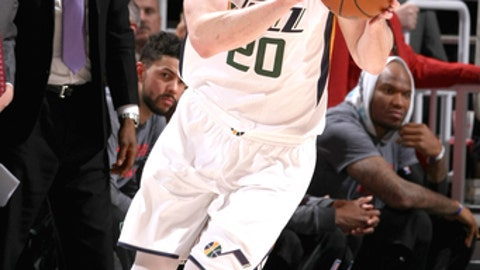 SALT LAKE CITY, UT - MARCH 13: Gordon Hayward #20 of the Utah Jazz handles the ball during the game against the Los Angeles Clippers on March 13, 2017 at EnergySolutions Arena in Salt Lake City, Utah. NOTE TO USER: User expressly acknowledges and agrees that, by downloading and or using this Photograph, User is consenting to the terms and conditions of the Getty Images License Agreement. Mandatory Copyright Notice: Copyright 2017 NBAE (Photo by Melissa Majchrzak/NBAE via Getty Images)