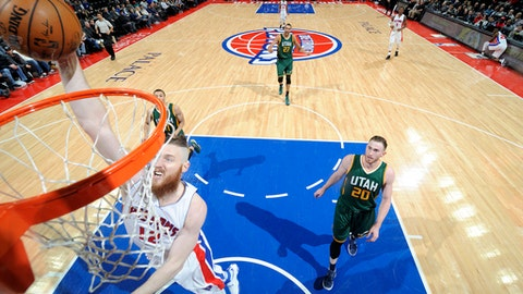AUBURN HILLS, MI - MARCH 15: Aron Baynes #12 of the Detroit Pistons goes for a dunk during the game against the Utah Jazz on March 15, 2017 at The Palace of Auburn Hills in Auburn Hills, Michigan. NOTE TO USER: User expressly acknowledges and agrees that, by downloading and/or using this photograph, User is consenting to the terms and conditions of the Getty Images License Agreement. Mandatory Copyright Notice: Copyright 2017 NBAE (Photo by Chris Schwegler/NBAE via Getty Images)