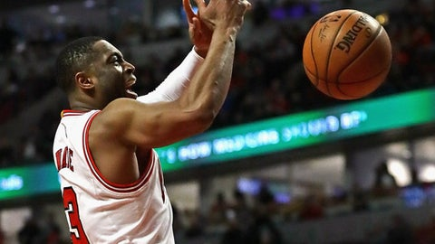 CHICAGO, IL - MARCH 04:  Dwyane Wade #3 of the Chicago Bulls looses control of the ball as he goes up for a shot against the LA Clippers at the United Center on March 4, 2017 in Chicago, Illinois. The Clippers defeated the Bulls 101-91. NOTE TO USER: User expressly acknowledges and agrees that, by downloading and/or using this photograph, user is consenting to the terms and conditions of the Getty Images License Agreement. (Photo by Jonathan Daniel/Getty Images)