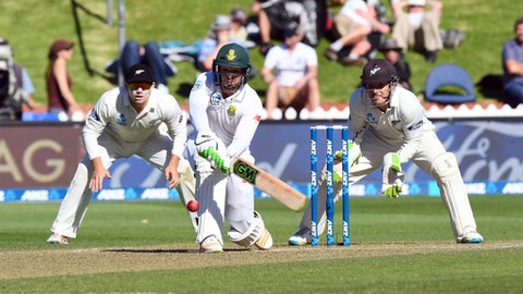 South Africa's Quentin de Kock, center, prepares to sweep during the second cricket test at the Basin Reserve in Wellington, New Zealand, Friday, March 17, 2017. (Ross Setford/SNPA via AP)