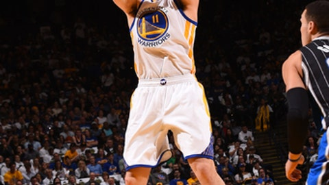 OAKLAND, CA - MARCH 16:  Klay Thompson #11 of the Golden State Warriors shoots the ball during a game against the Orlando Magic on March 16, 2017 at ORACLE Arena in Oakland, California. NOTE TO USER: User expressly acknowledges and agrees that, by downloading and/or using this photograph, user is consenting to the terms and conditions of Getty Images License Agreement. Mandatory Copyright Notice: Copyright 2017 NBAE (Photo by Noah Graham/NBAE via Getty Images)