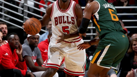 CHICAGO, IL - MARCH 18:  Bobby Portis #5 of the Chicago Bulls handles the ball against the Utah Jazz on March 18, 2017 at the United Center in Chicago, Illinois. NOTE TO USER: User expressly acknowledges and agrees that, by downloading and or using this photograph, user is consenting to the terms and conditions of the Getty Images License Agreement.  Mandatory Copyright Notice: Copyright 2017 NBAE (Photo by Gary Dineen/NBAE via Getty Images)