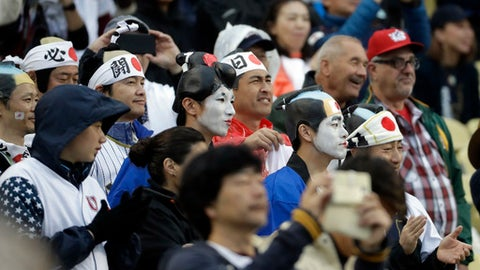 Fans watch before a semifinal in the World Baseball Classic between the United States and Japan, in Los Angeles, Tuesday, March 21, 2017. (AP Photo/Chris Carlson)