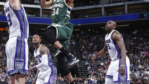 SACRAMENTO, CA - MARCH 22: Giannis Antetokounmpo #34 of the Milwaukee Bucks shoots against the Sacramento Kings on March 22, 2017 at Golden 1 Center in Sacramento, California. NOTE TO USER: User expressly acknowledges and agrees that, by downloading and or using this Photograph, user is consenting to the terms and conditions of the Getty Images License Agreement. Mandatory Copyright Notice: Copyright 2017 NBAE (Photo by Rocky Widner/NBAE via Getty Images)