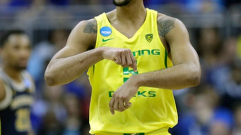 KANSAS CITY, MO - MARCH 23:  Tyler Dorsey #5 of the Oregon Ducks reacts against the Michigan Wolverines during the 2017 NCAA Men's Basketball Tournament Midwest Regional at Sprint Center on March 23, 2017 in Kansas City, Missouri.  (Photo by Jamie Squire/Getty Images)