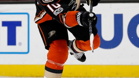 Anaheim Ducks right wing Corey Perry takes a shot during the second period of the team's NHL hockey game against the Winnipeg Jets, Friday, March 24, 2017, in Anaheim, Calif. (AP Photo/Ryan Kang)