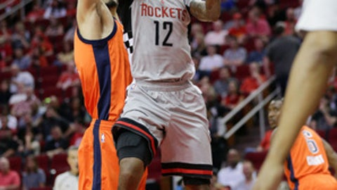 HOUSTON, TX - MARCH 26:  Lou Williams #12 of the Houston Rockets drives by Enes Kanter #11 of the Oklahoma City Thunder for a layup during the second quarter at Toyota Center on March 26, 2017 in Houston, Texas. NOTE TO USER: User expressly acknowledges and agrees that, by downloading and/or using this photograph, user is consenting to the terms and conditions of the Getty Images License Agreement.  (Photo by Bob Levey/Getty Images)