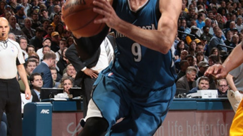 INDIANAPOLIS, IN - MARCH 28: Ricky Rubio #9 of the Minnesota Timberwolves handles the ball against the Indiana Pacers on March 28, 2017 at Bankers Life Fieldhouse in Indianapolis, Indiana. NOTE TO USER: User expressly acknowledges and agrees that, by downloading and or using this Photograph, user is consenting to the terms and conditions of the Getty Images License Agreement. Mandatory Copyright Notice: Copyright 2017 NBAE (Photo by Ron Hoskins/NBAE via Getty Images)
