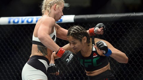 Cynthia Calvillo defeats Pearl Gonzalez via third-round submission