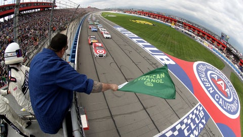 Green flag for the Auto Club 400