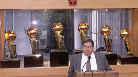 Jerry Krause, General Manager of the Chicago Bulls, addresses the media during a press conference at the Berto Center Monday, Jan. 11, 1999, in Deerfield, Ill. (AP Photo/Frank Polich)