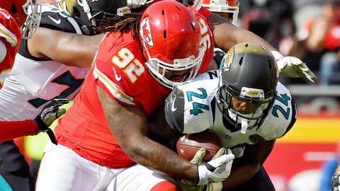 Kansas City Chiefs nose tackle Dontari Poe wraps up Jacksonville Jaguars running back T.J. Yeldon in the first quarter on Sunday, Nov. 6, 2016 at Arrowhead Stadium in Kansas City, Mo. (John Sleezer/Kansas City Star/TNS)