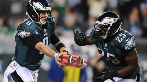 PHILADELPHIA, PA - DECEMBER 22:  Nick Foles #9 of the Philadelphia Eagles hands the ball off to LeSean McCoy #25 during the first quarter against the Chicago Bears at Lincoln Financial Field on December 22, 2013 in Philadelphia, Pennsylvania.  (Photo by Maddie Meyer/Getty Images)