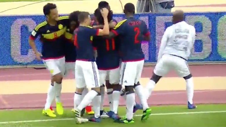 Watch substitute Pablo Armero twerk on the sideline after Juan Cuadrado's goal for Colombia