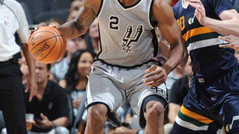 SAN ANTONIO, TX - APRIL 2: Kawhi Leonard #2 of the San Antonio Spurs posts up against the Utah Jazz on April 2, 2017 at the AT&T Center in San Antonio, Texas. NOTE TO USER: User expressly acknowledges and agrees that, by downloading and or using this photograph, user is consenting to the terms and conditions of the Getty Images License Agreement. Mandatory Copyright Notice: Copyright 2017 NBAE (Photos by Mark Sobhani/NBAE via Getty Images)