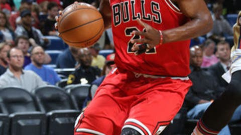 NEW ORLEANS, LA - APRIL 2: Jimmy Butler #21 of the Chicago Bulls drives to the basket against the New Orleans Pelicans on April 2, 2017 at Smoothie King Center in New Orleans, Louisiana. NOTE TO USER: User expressly acknowledges and agrees that, by downloading and or using this Photograph, user is consenting to the terms and conditions of the Getty Images License Agreement. Mandatory Copyright Notice: Copyright 2017 NBAE (Photo by Layne Murdoch Jr./NBAE via Getty Images)