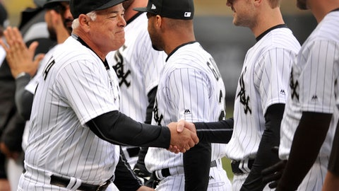 Chicago White Sox manager Rick Renteria shakes hands with his players before an MLB baseball game between the Chicago White Sox and Detroit Tigers on opening day, Monday, April 3, 2017 in Chicago. (AP Photo/Paul Beaty)