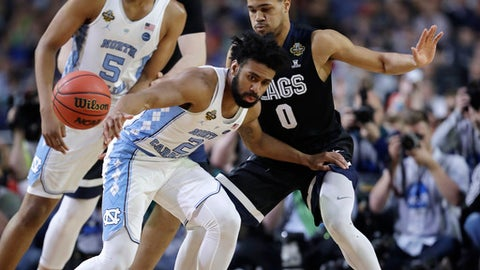North Carolina guard Joel Berry II loses the ball in front of Gonzaga guard Silas Melson (0) during the first half in the finals of the Final Four NCAA college basketball tournament, Monday, April 3, 2017, in Glendale, Ariz. (AP Photo/David J. Phillip)