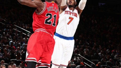 NEW YORK, NY - APRIL 4: Carmelo Anthony #7 of the New York Knicks shoots the ball against the Chicago Bulls on April 4, 2017 at Madison Square Garden in New York City, New York.  NOTE TO USER: User expressly acknowledges and agrees that, by downloading and or using this photograph, User is consenting to the terms and conditions of the Getty Images License Agreement. Mandatory Copyright Notice: Copyright 2017 NBAE  (Photo by Nathaniel S. Butler/NBAE via Getty Images)