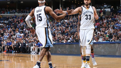 MEMPHIS, TN - APRIL 7:  Marc Gasol #33 and Vince Carter #15 of the Memphis Grizzlies high-five during a game against the New York Knicks on April 7, 2017 at FedExForum in Memphis, Tennessee. NOTE TO USER: User expressly acknowledges and agrees that, by downloading and/or using this photograph, user is consenting to the terms and conditions of the Getty Images License Agreement. Mandatory Copyright Notice: Copyright 2017 NBAE (Photo by Joe Murphy/NBAE via Getty Images)