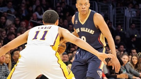 LOS ANGELES, USA - MARCH 5: Tim Frazier (R) of New Orleans Pelicans in action during the NBA basketball match between Los Angeles Lakers and New Orleans Pelicans on March 5, 2017 at STAPLES Center in Los Angeles, California, United States.     (Photo by Mintaha Neslihan Eroglu/Anadolu Agency/Getty Images)