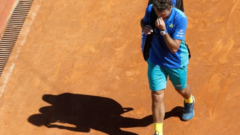 Switzerland's Stan Wawrinka walks off the court after losing the third round match against Uruguay's Pablo Cuevas during the Monte Carlo Tennis Masters tournament in Monaco, Thursday, April, 20, 2017. (AP Photo/Claude Paris)