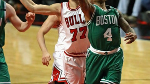 CHICAGO, IL - APRIL 23:    Isaiah Thomas #4 of the Boston Celtics drives to the basket past Joffrey Lauvergne #77 of the Chicago Bulls during Game Four of the Eastern Conference Quarterfinals during the 2017 NBA Playoffs at the United Center on April 23, 2017 in Chicago, Illinois. (Photo by Jonathan Daniel/Getty Images)