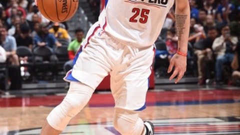 LOS ANGELES, CA - MARCH 26:  Austin Rivers #25 of the LA Clippers handles the ball against the Sacramento Kings on March 26, 2017 at STAPLES Center in Los Angeles, California. NOTE TO USER: User expressly acknowledges and agrees that, by downloading and/or using this Photograph, user is consenting to the terms and conditions of the Getty Images License Agreement. Mandatory Copyright Notice: Copyright 2017 NBAE (Photo by Andrew D. Bernstein/NBAE via Getty Images)
