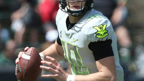 Oregon quarterback Justin Herbert looks for a receiver during Oregon's spring NCAA college football game at Autzen Stadium in Eugene Ore., Saturday, April 29, 2017.  (Andy Nelson/The Register-Guard via AP)