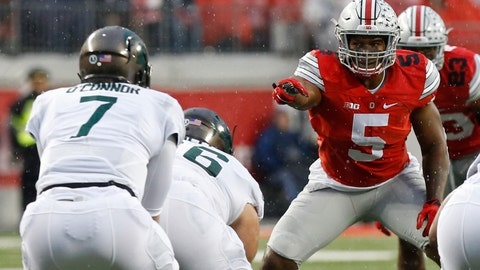 Nov 21, 2015; Columbus, OH, USA; Ohio State Buckeyes linebacker Raekwon McMillan (5) lines up against the Michigan State Spartans at Ohio Stadium. Mandatory Credit: Geoff Burke-USA TODAY Sports