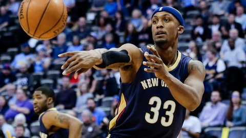 Apr 7, 2017; Denver, CO, USA; New Orleans Pelicans forward Dante Cunningham (33) passes the ball in the first quarter against the Denver Nuggets at the Pepsi Center. Mandatory Credit: Isaiah J. Downing-USA TODAY Sports